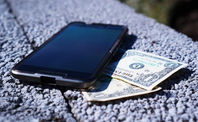 mobile phone money - Cinco smartphones que são muito amigos do seu bolso