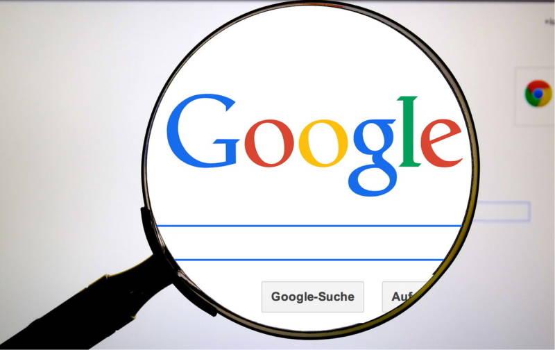 logo do google com uma lupa